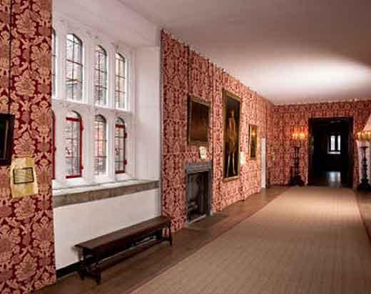 Haunted-Gallery-Hampton-Court