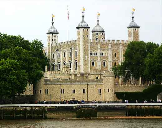 tower-of-london-and-thames-river